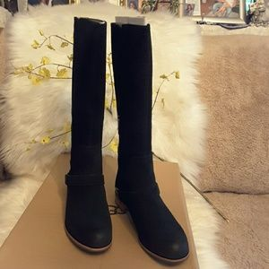 AUTHENTIC UGG W/ CHANNING BOOT  WITH ZIPPER CLOSE
